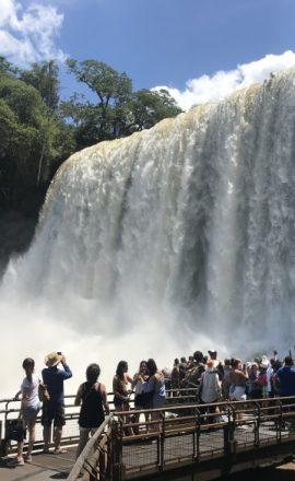 cataratas-do-iguacu-pessoas-mais-proximas